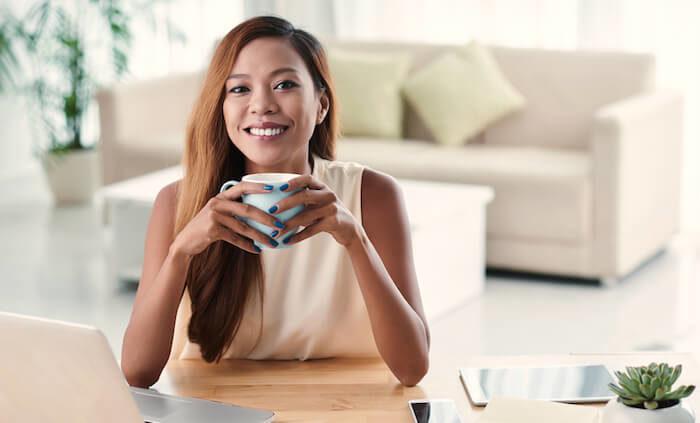 微笑むフィリピン人女性